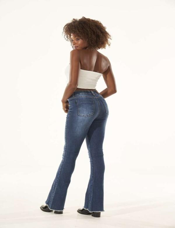 CALÇA FLARE RECORTE NA BARRA COM ELASTANO - Jeans