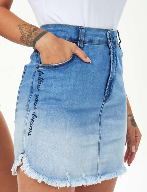 MINI SAIA BORDADA NA LATERAL BARRA DESFIADA - Jeans